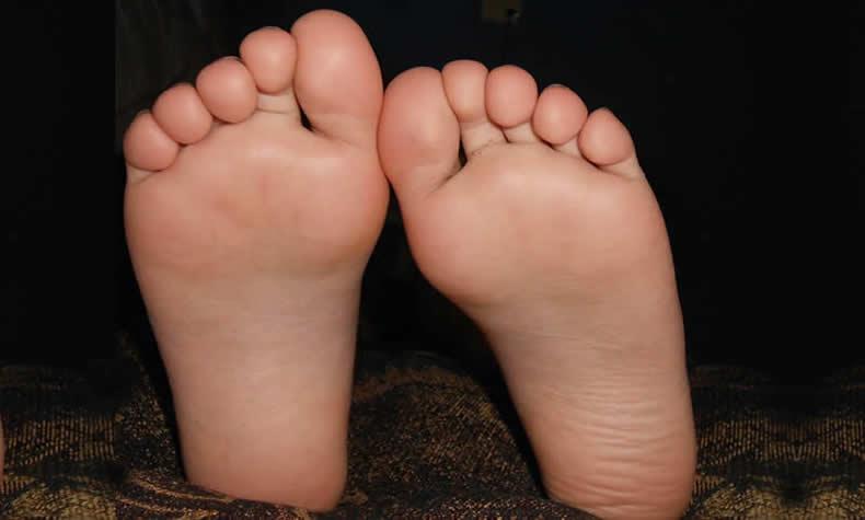 足と足の指